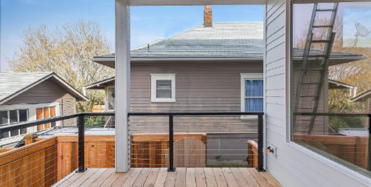 3833 SE 27th covered deck